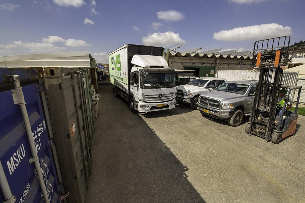 משאיות בחניה